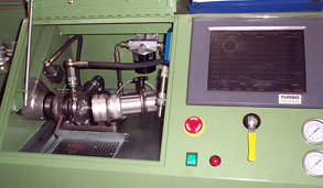 Réparation de turbo dans un atelier spécialisé turbos, avec un personnel expérimenté dans le montage et démontage de turbocompresseur